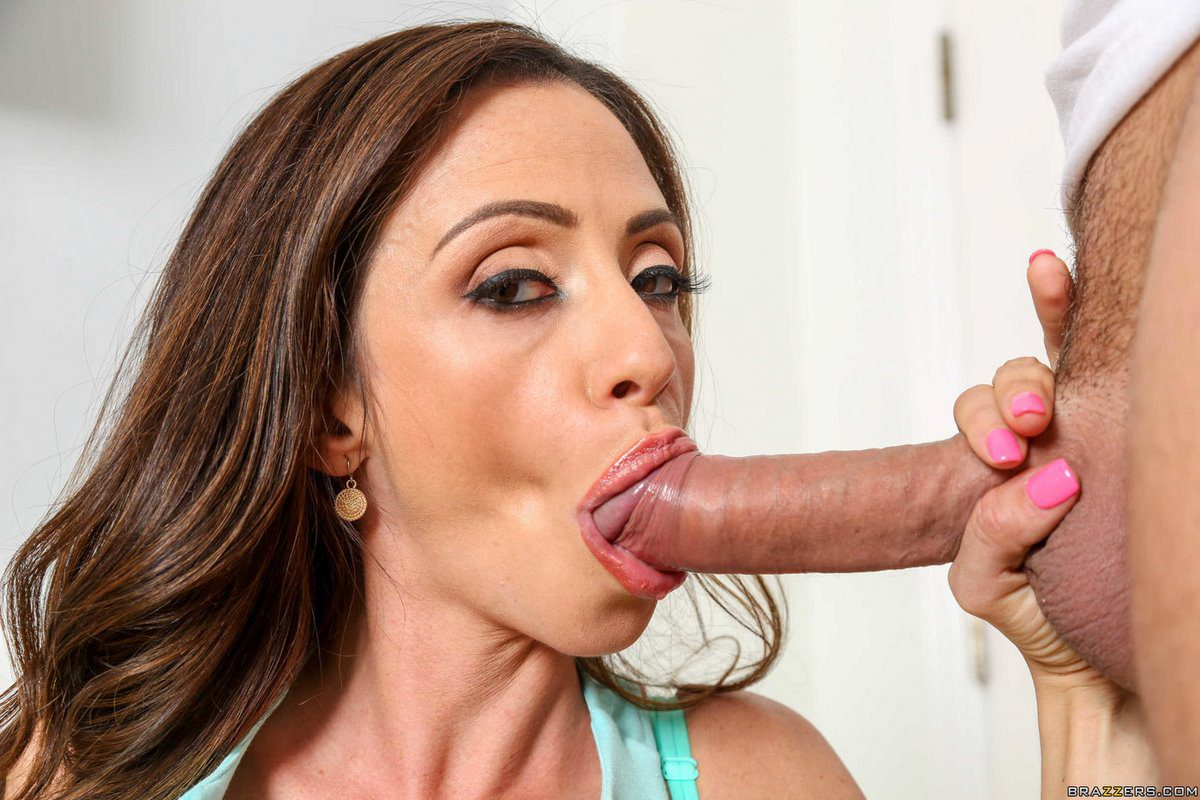 Ariella Ferrera sexy MILF Blowjob