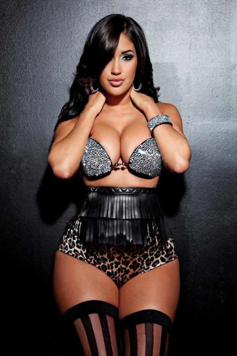 Gorgeous black babe with big boobs