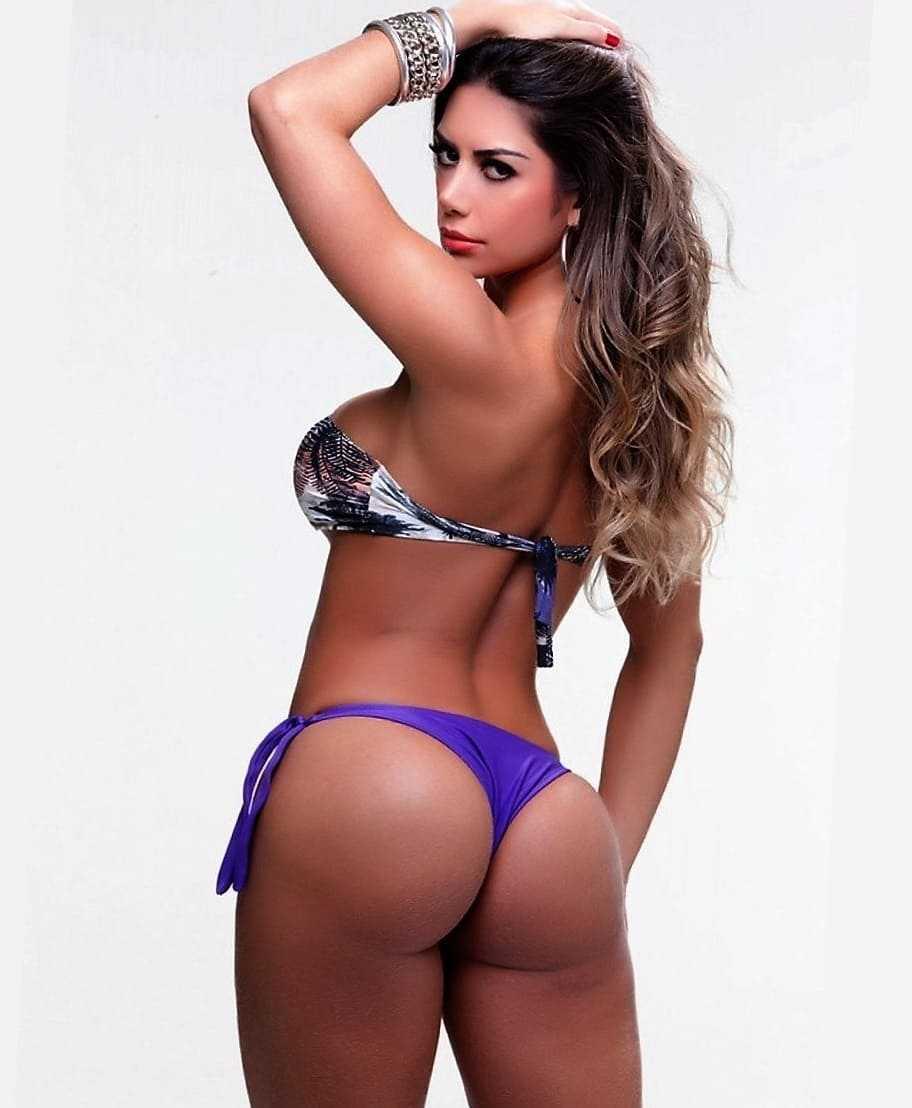 Sexy ass and tits in a bikini