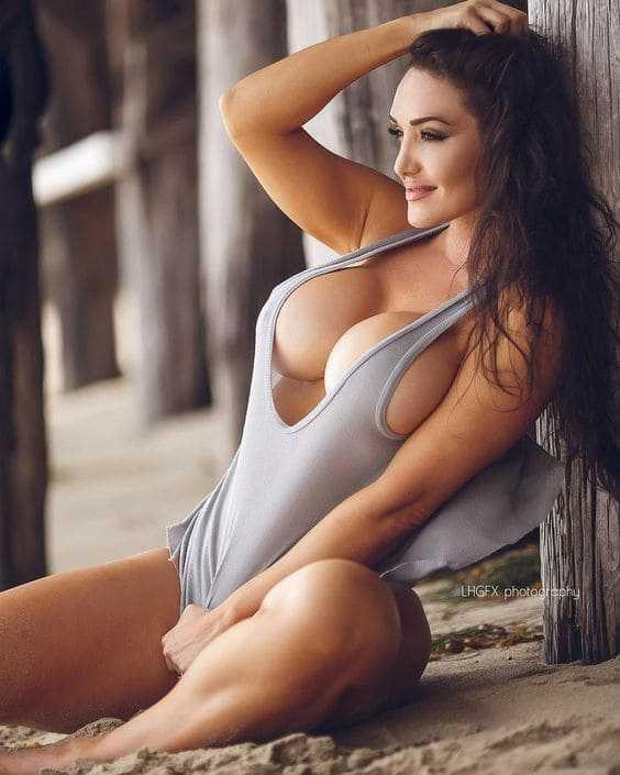 Beautiful woman with big boobs pics