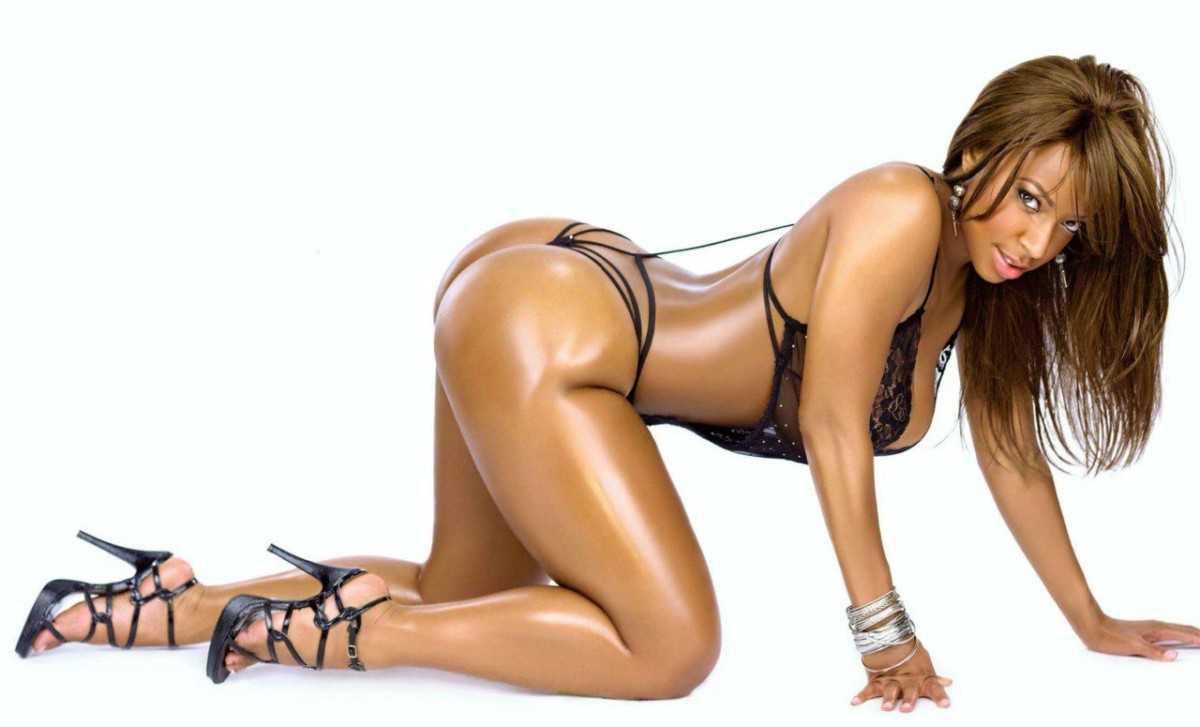 Hot black girl in sexy underwear
