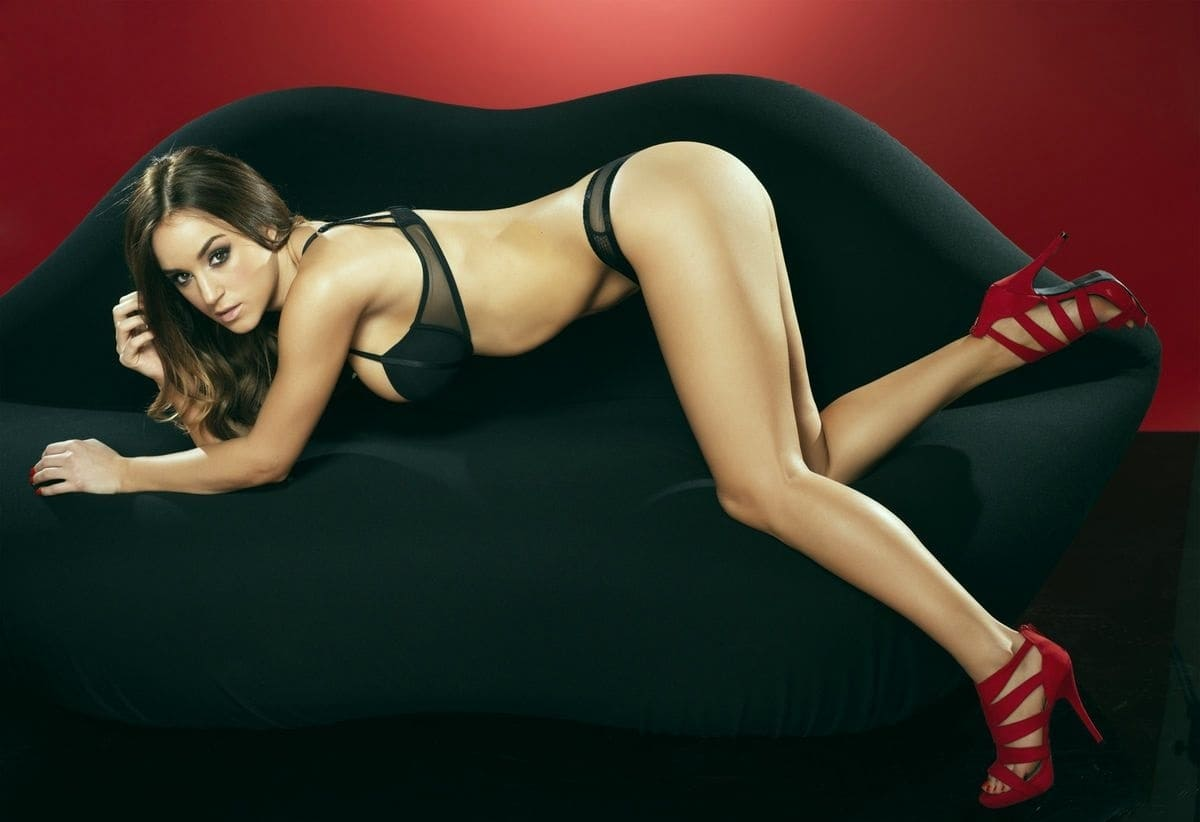 Sexy girl model with beautiful body photo.