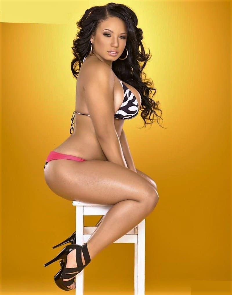 Hot black girl beauty in bikin, sexy ass, big boobs