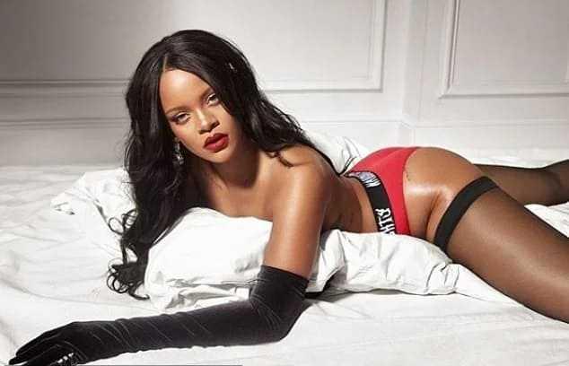 Hot babe Rihanna