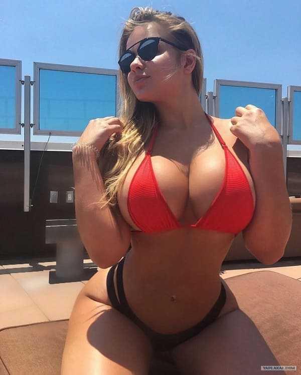 Beautiful girl with big tits in a bikini pics